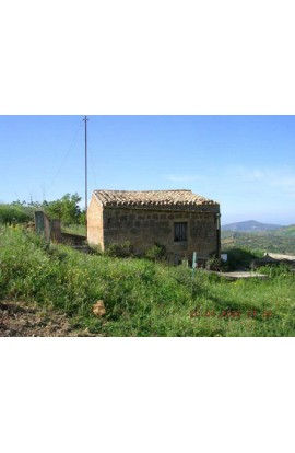small house and land near centre (Contrada Pozzillo)- PROPERTY IN SICILY