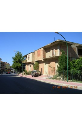 COMMERCIAL PREMISES IN MAIN HIGH STREET- PROPERTY IN SICILY