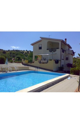 VILLA WITH SWIMMING POOL - VILLA CARUSO